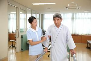 腰の負担を減らすサポーターが介護職員などに人気!!